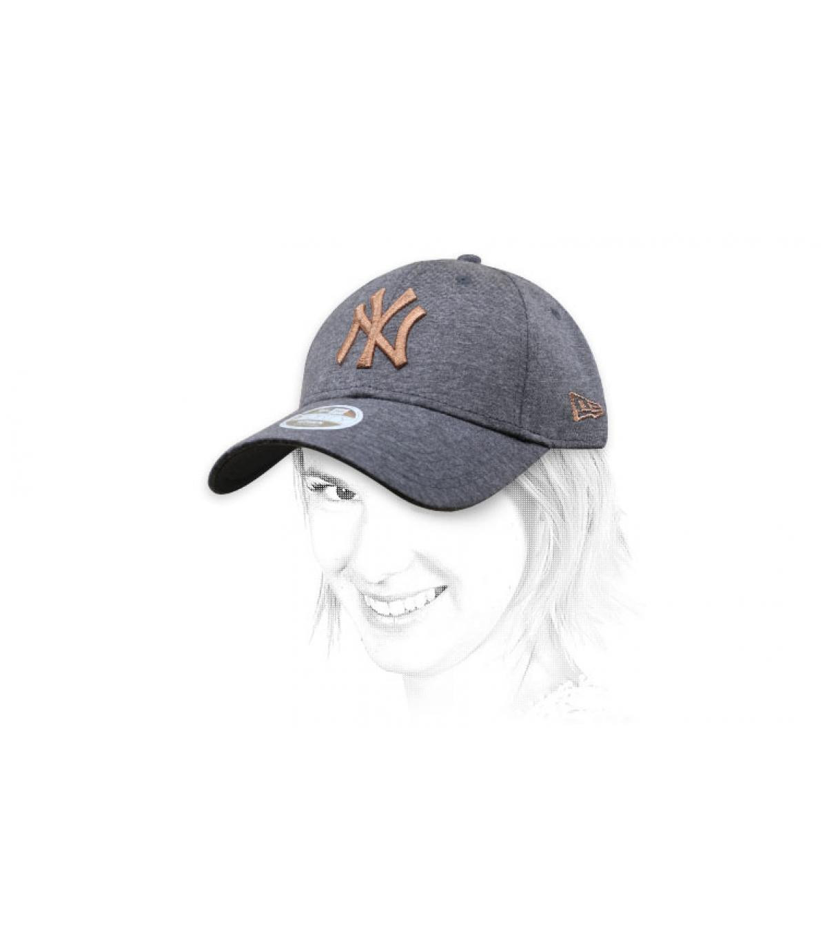 Cappellino NY grigio oro