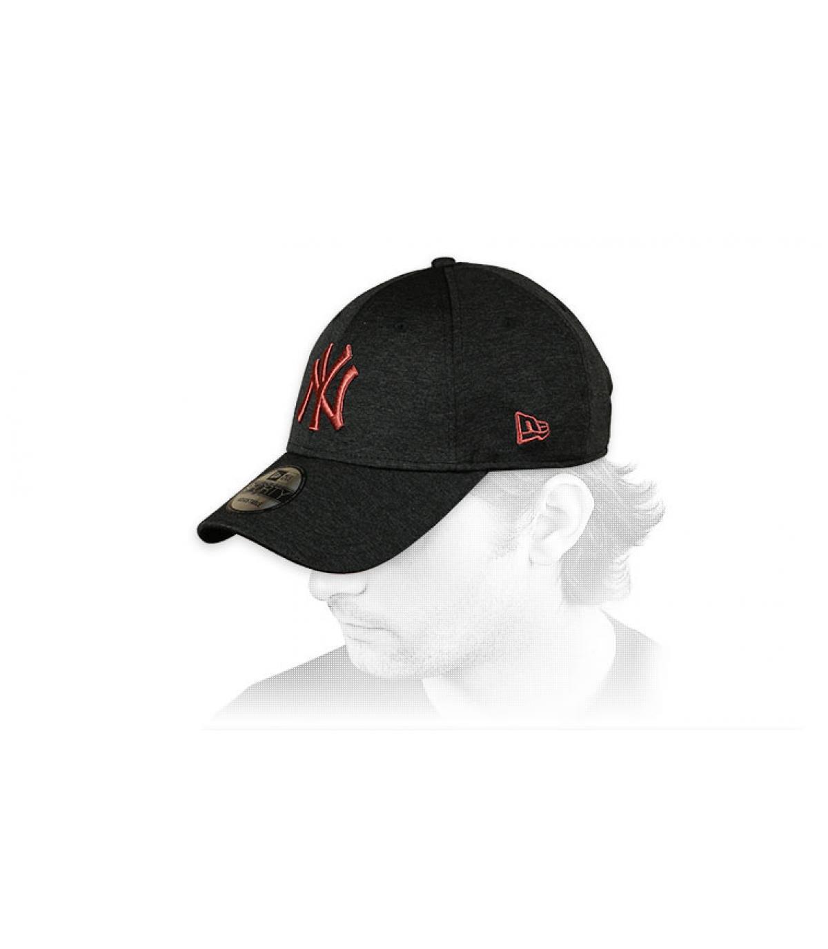 Cappellino NY con curva nera