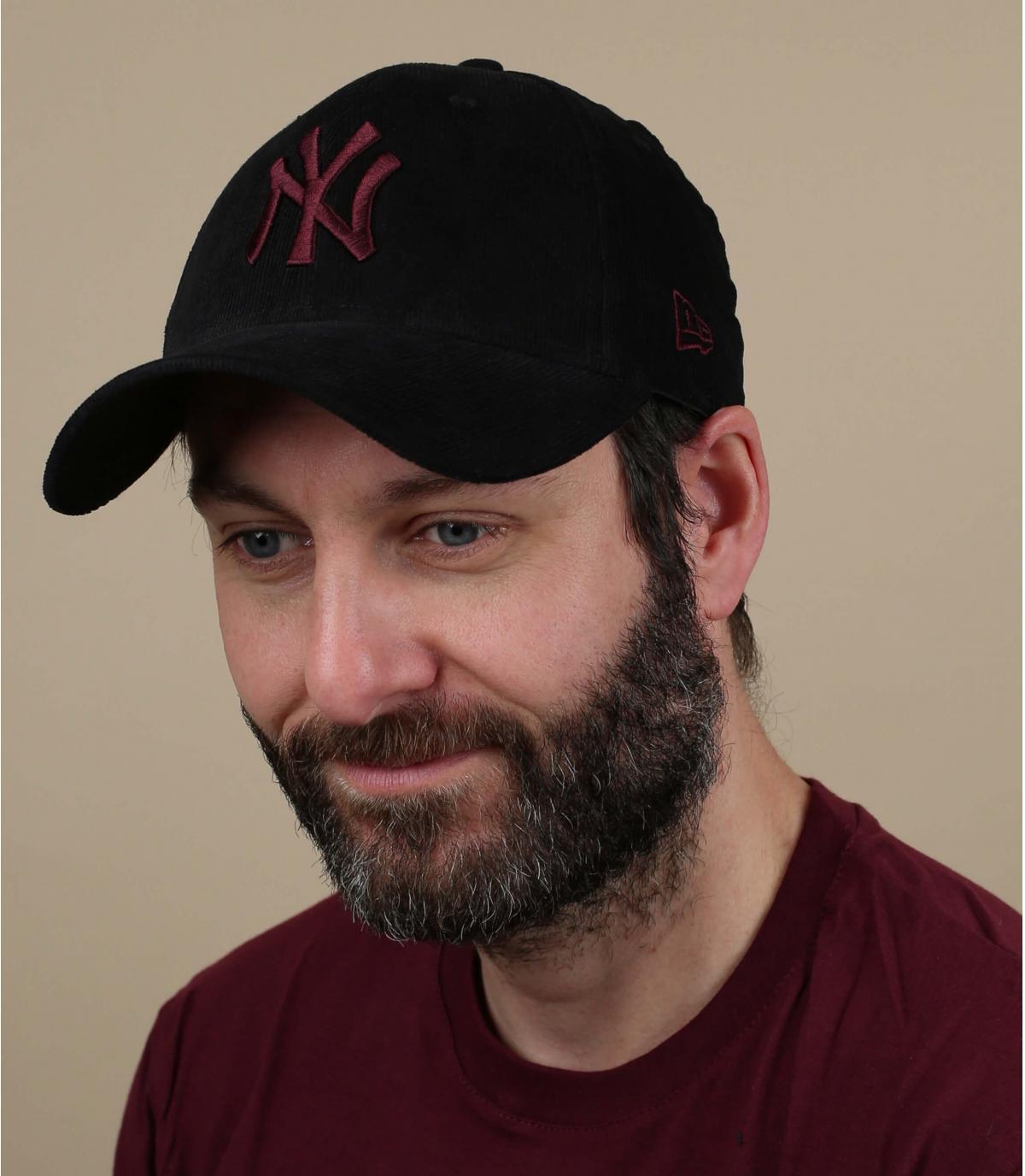 Cappellino NY bordeaux in velluto nero