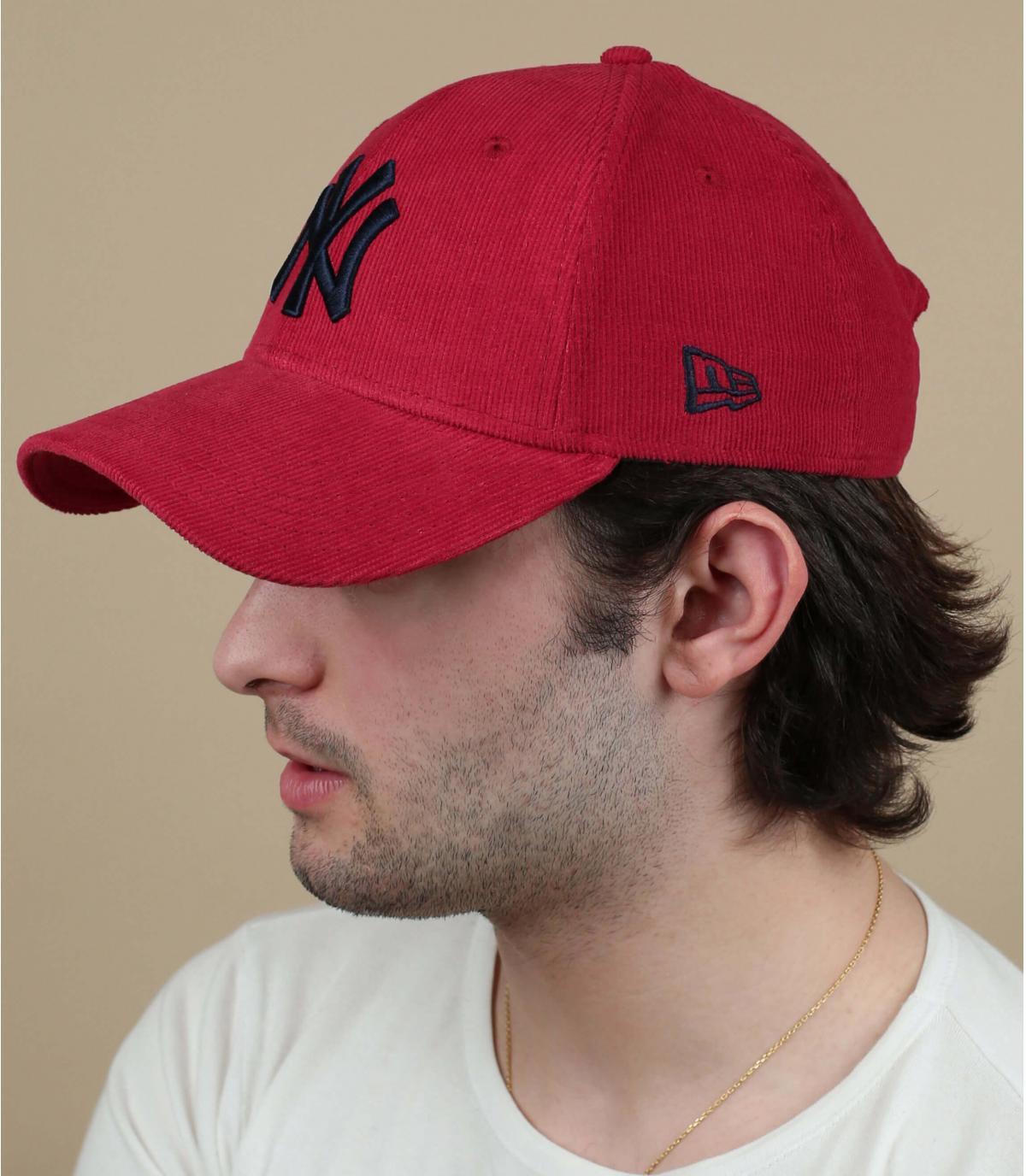 Cappellino NY in velluto rosso