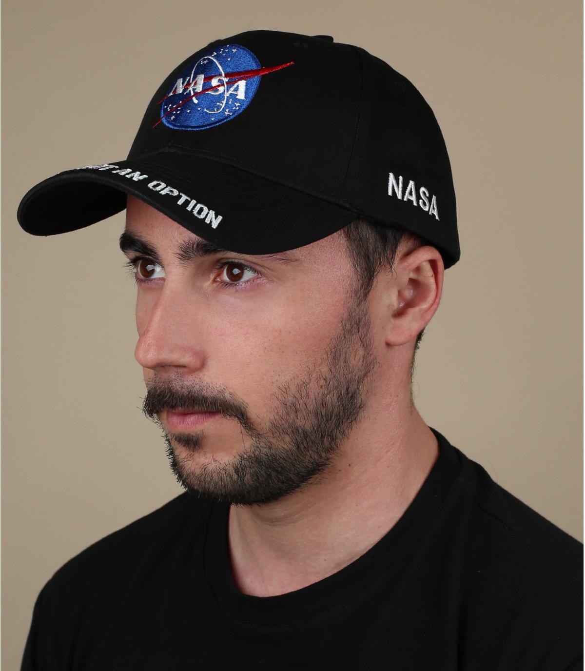 Cappellino nero della NASA