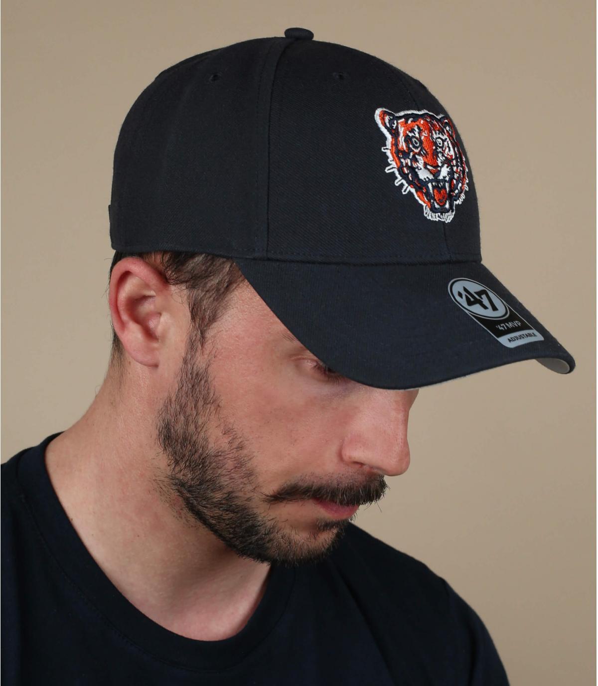 cappello da tigre nero