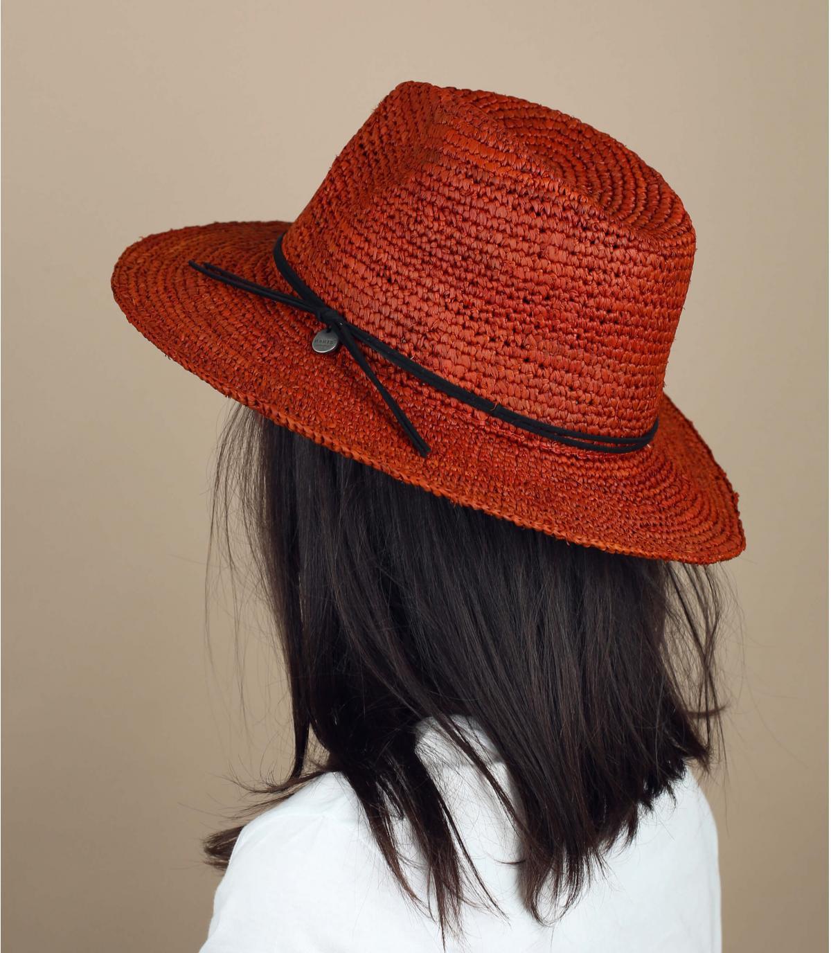 cappello di paglia marrone