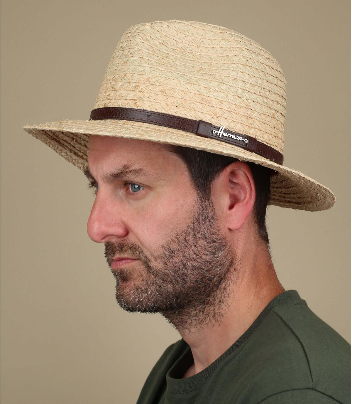 cappello di paglia a tesa larga