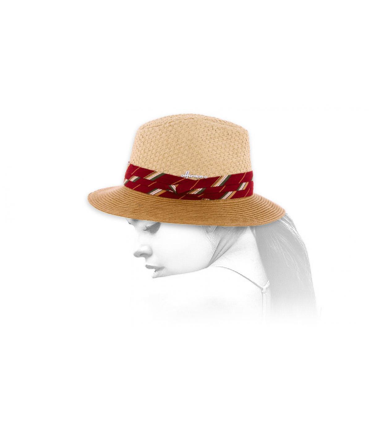 cappello bicolore con treccia rossa