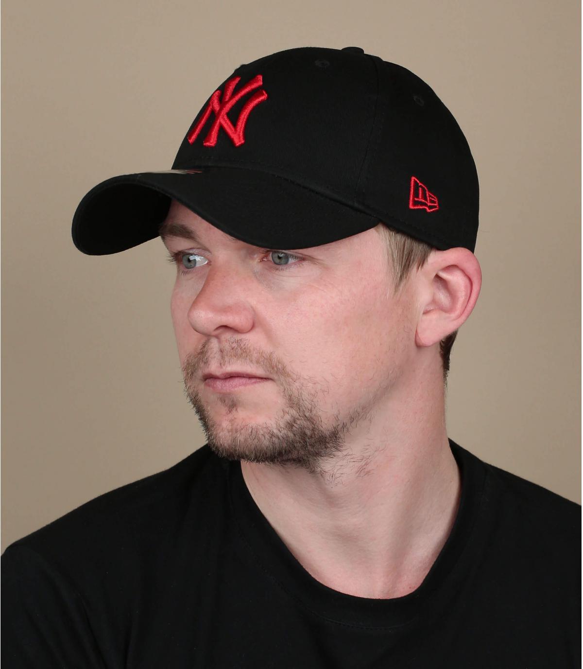 cappellino NY rosso nero