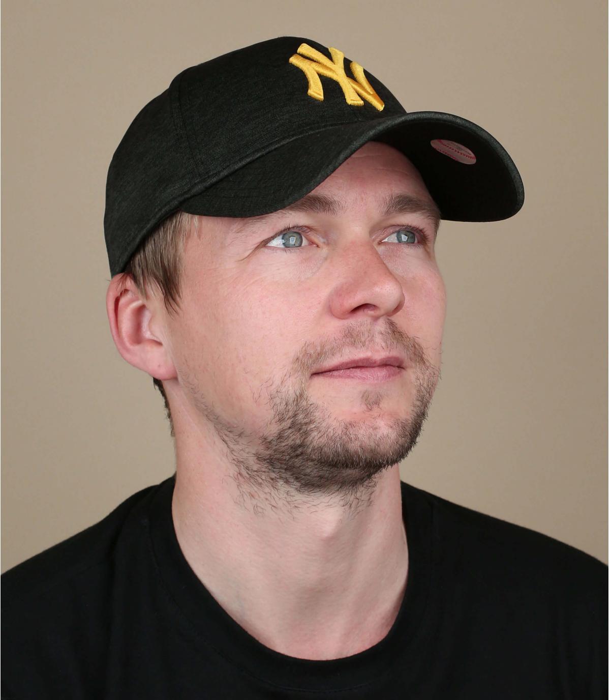 cappellino NY nero giallo