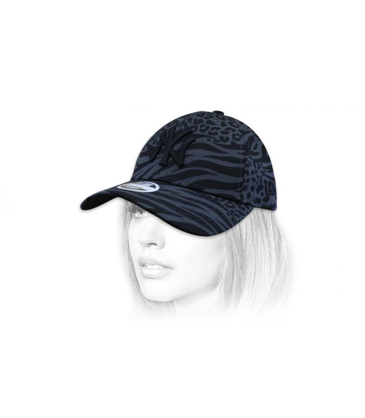 cappellino da donna con stampa NY