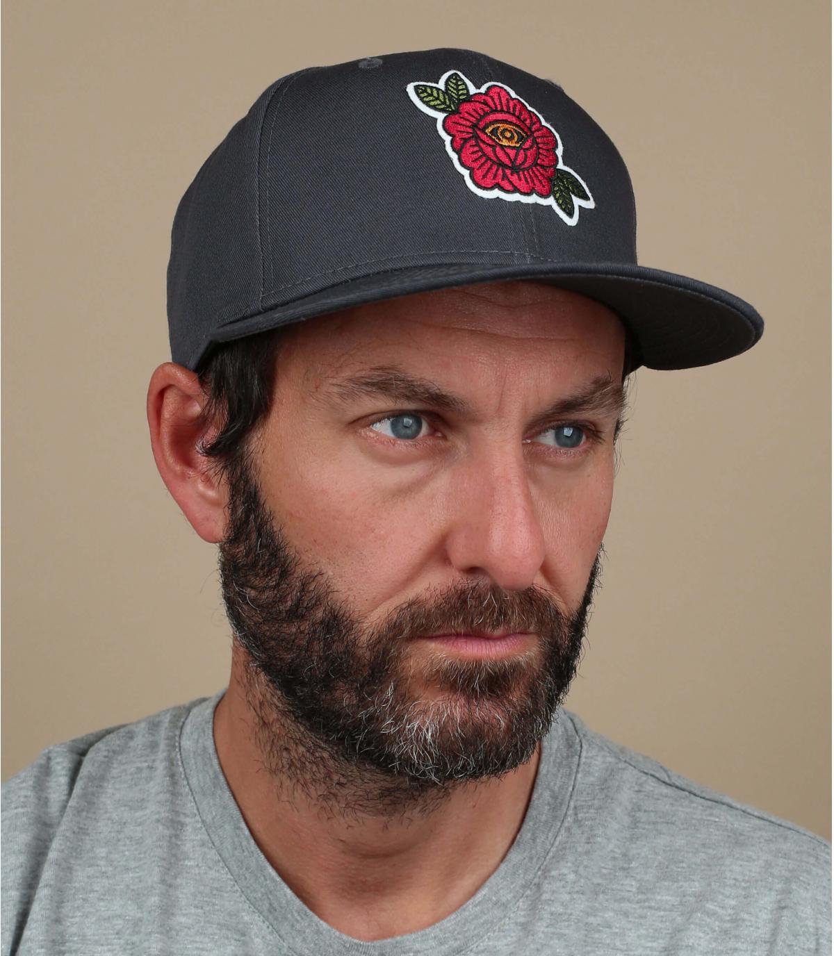 berretto ricamato rosa nero