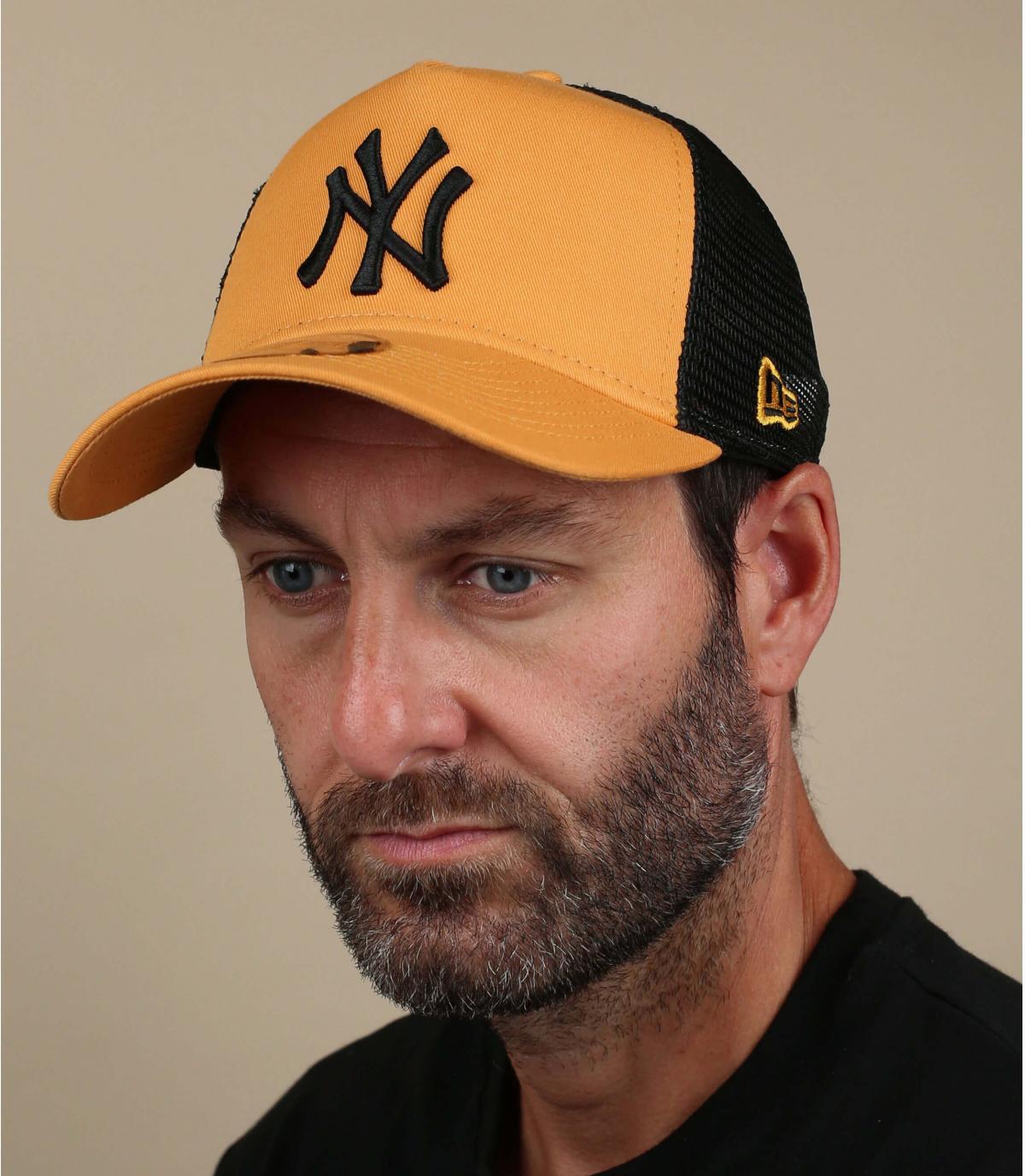 trucker giallo NY