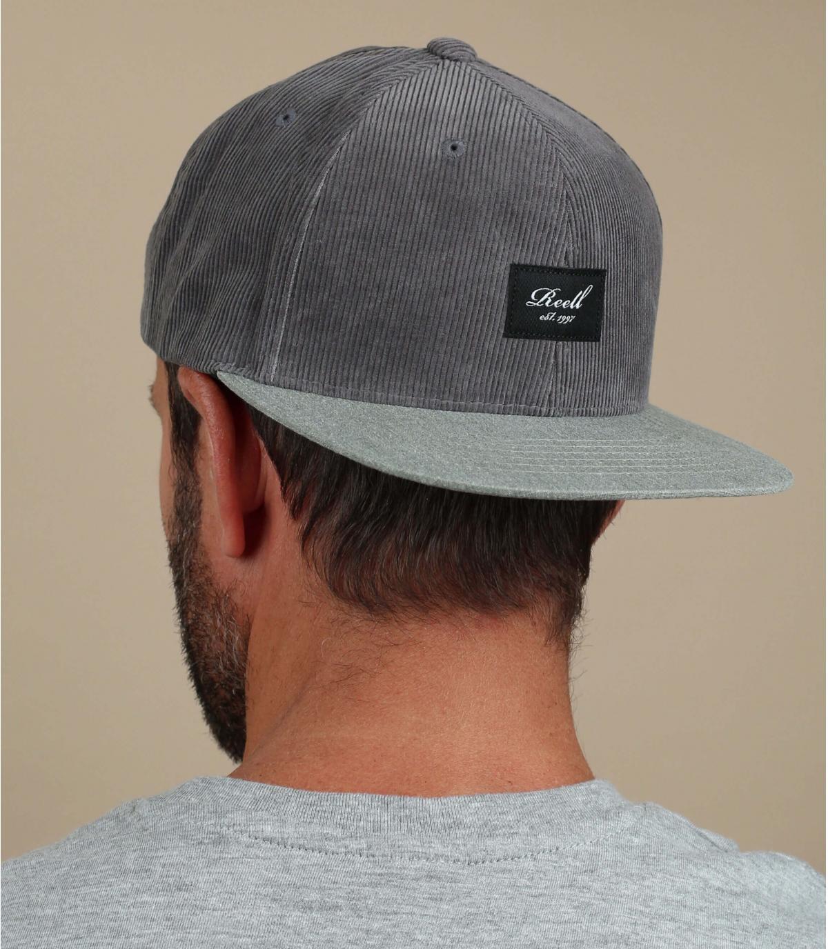 Cappellino in velluto grigio reell
