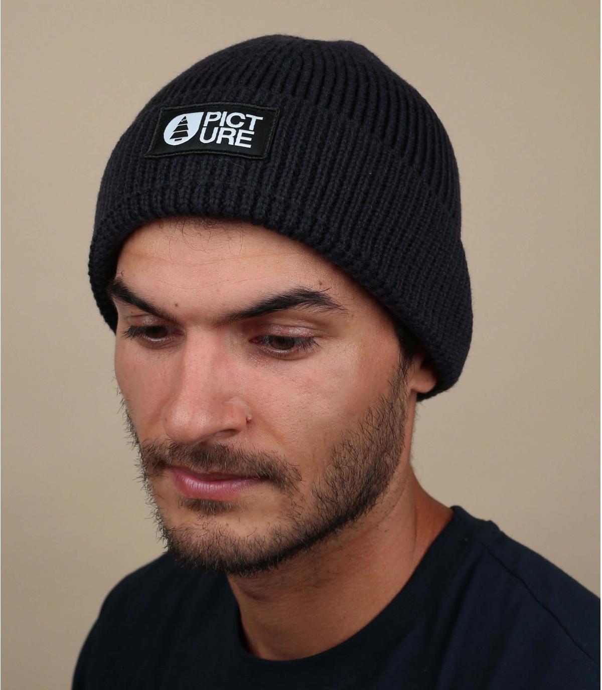 berretto nero con risvolto
