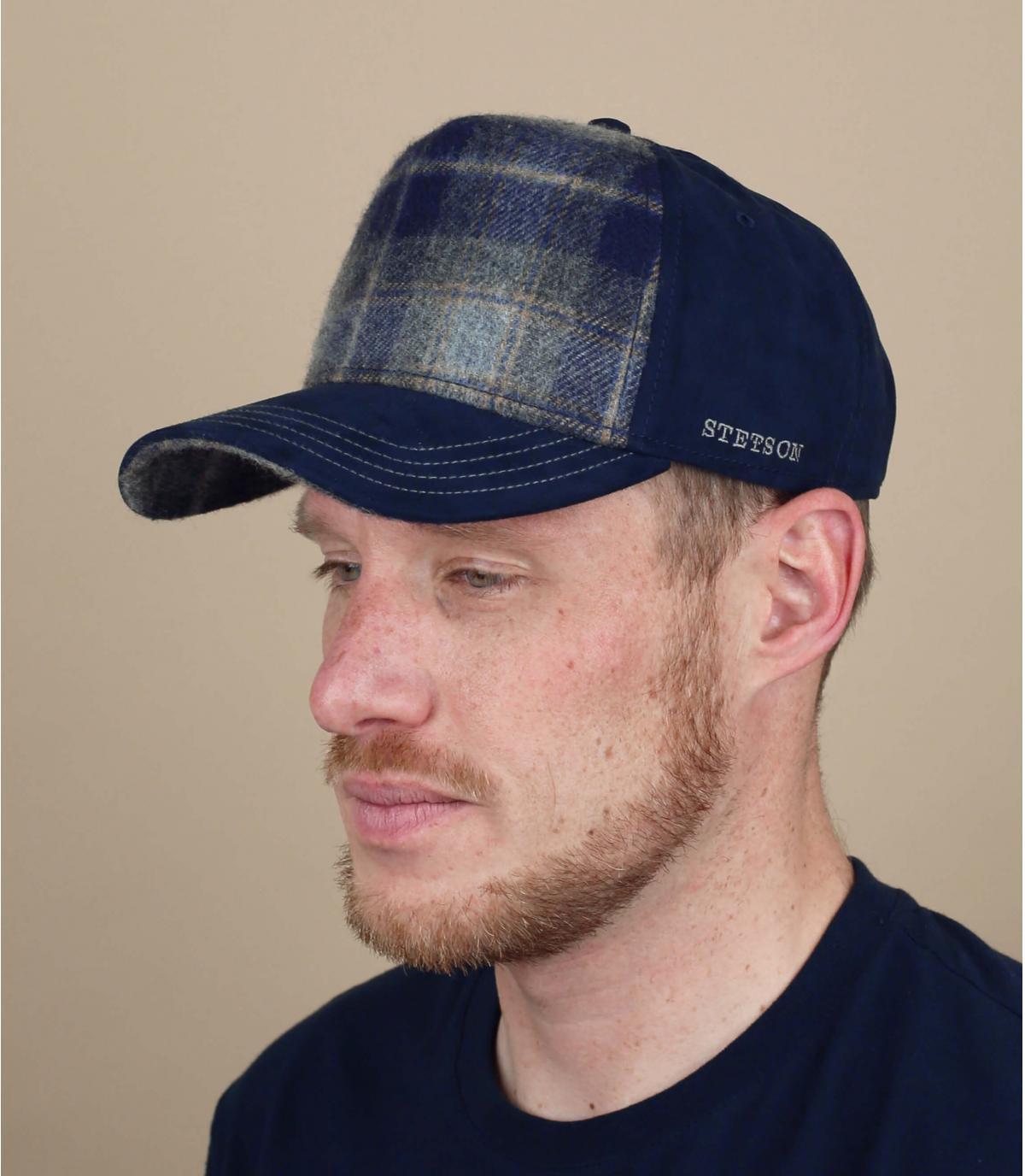 camionista di lana blu