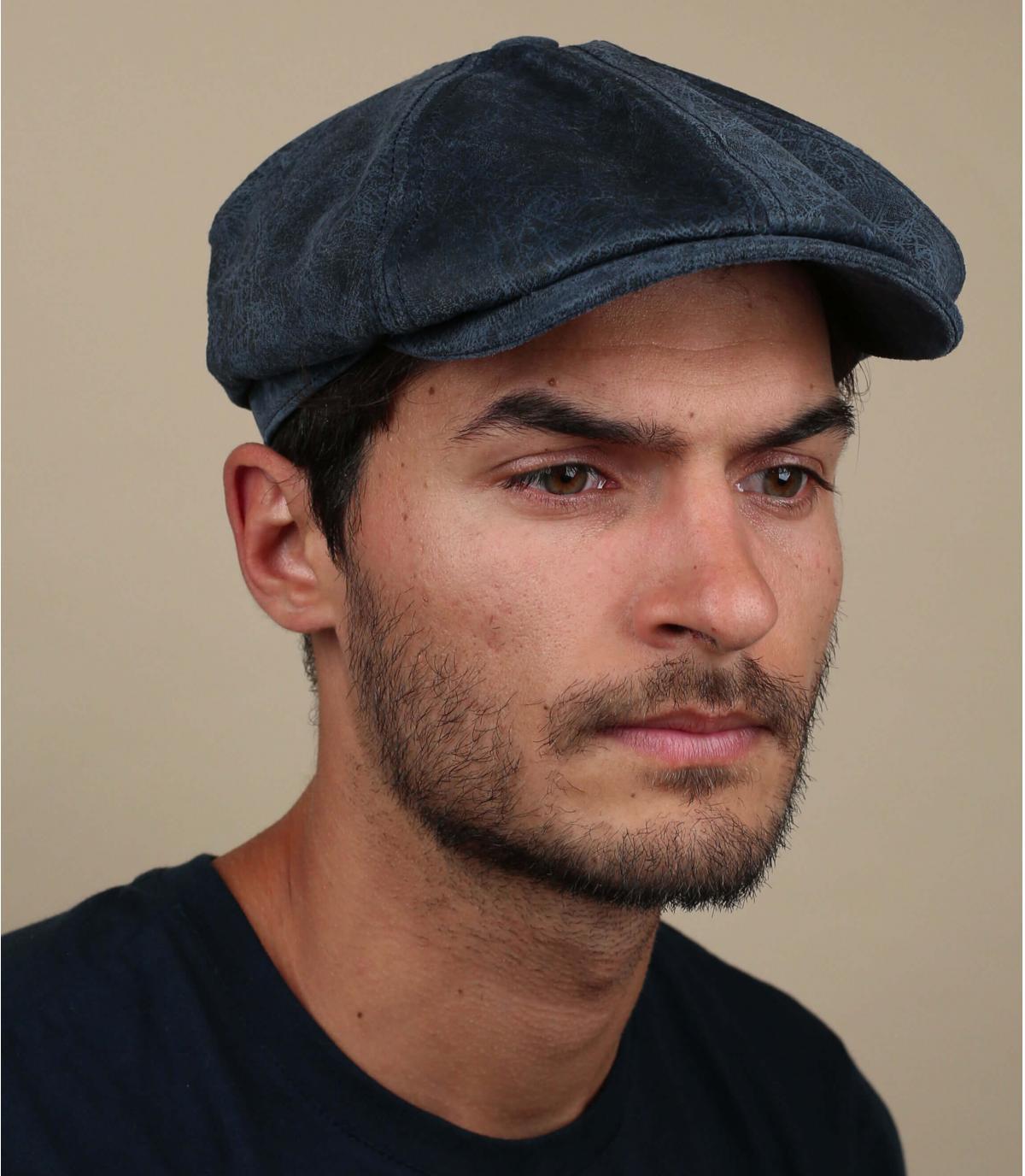berretto strillone in pelle blu
