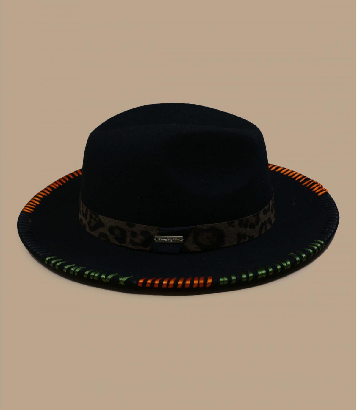 Cappello in feltro verde ricamato