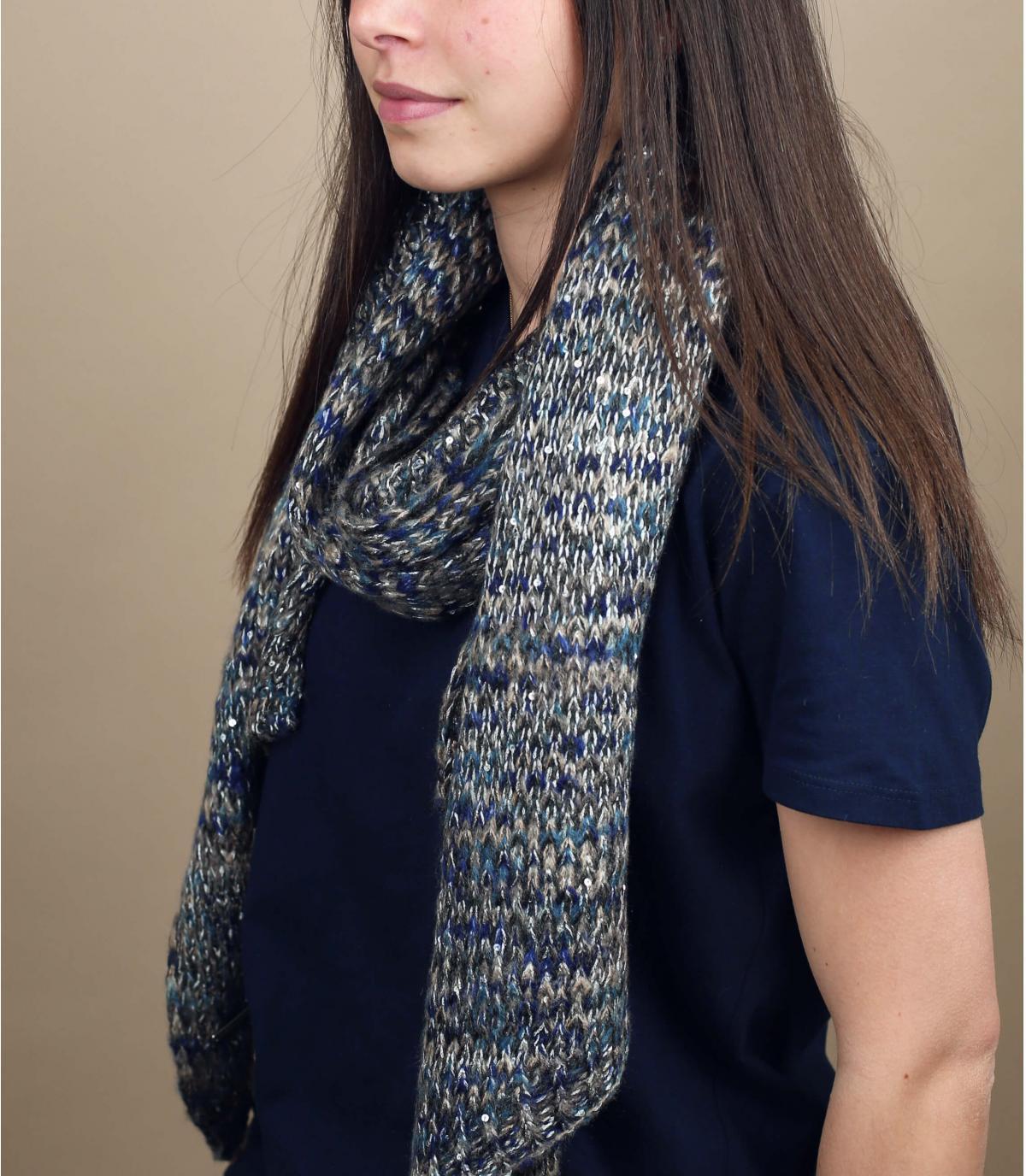 sciarpa modello grigio blu
