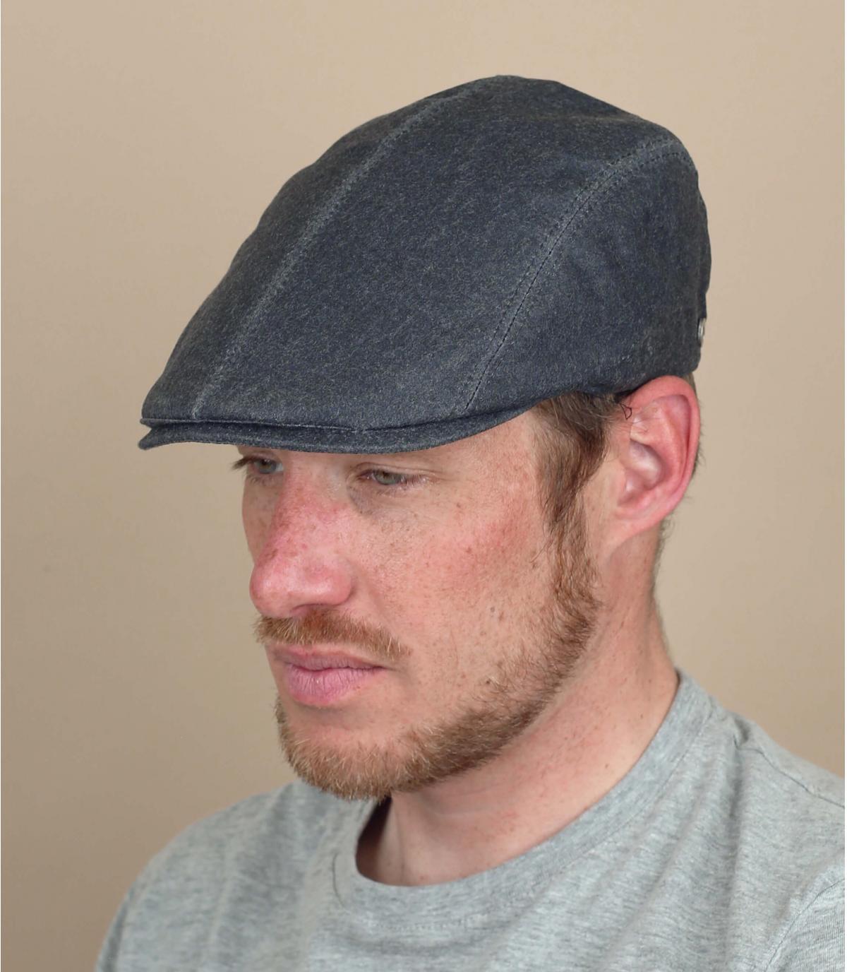 berretto grigio impermeabile