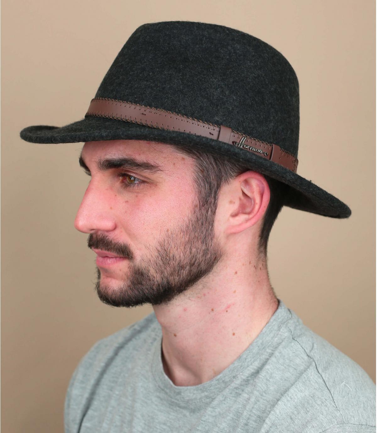 cappello di feltro grigio
