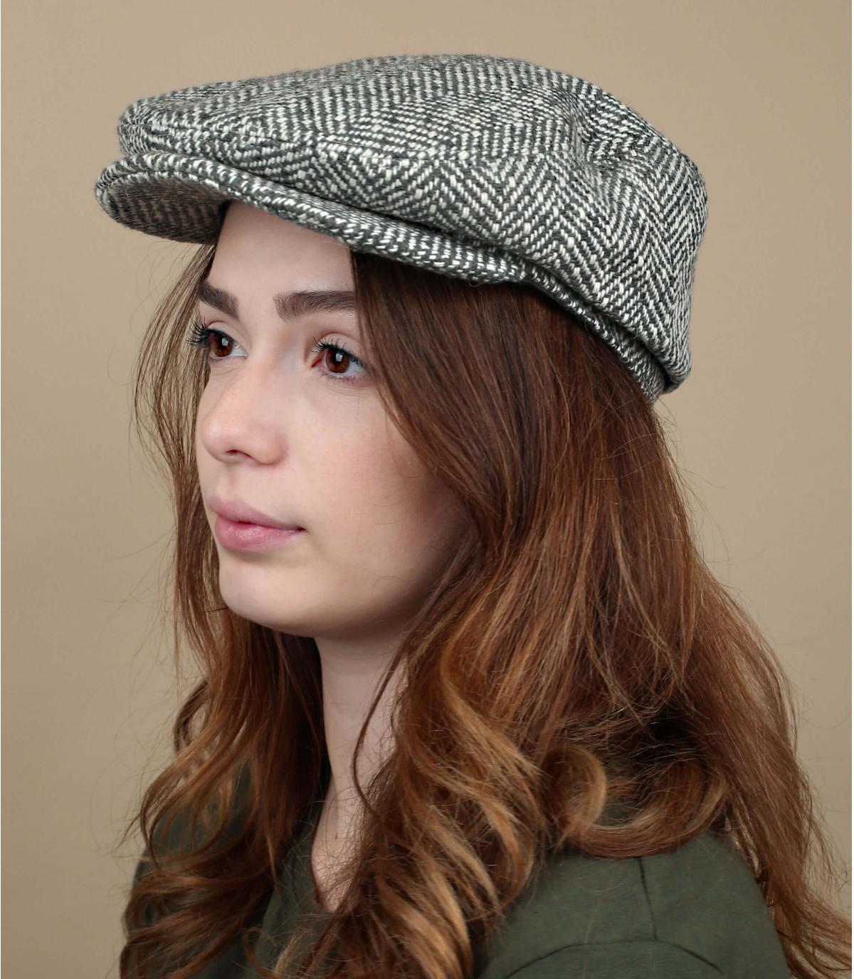 berretto di lana grigio