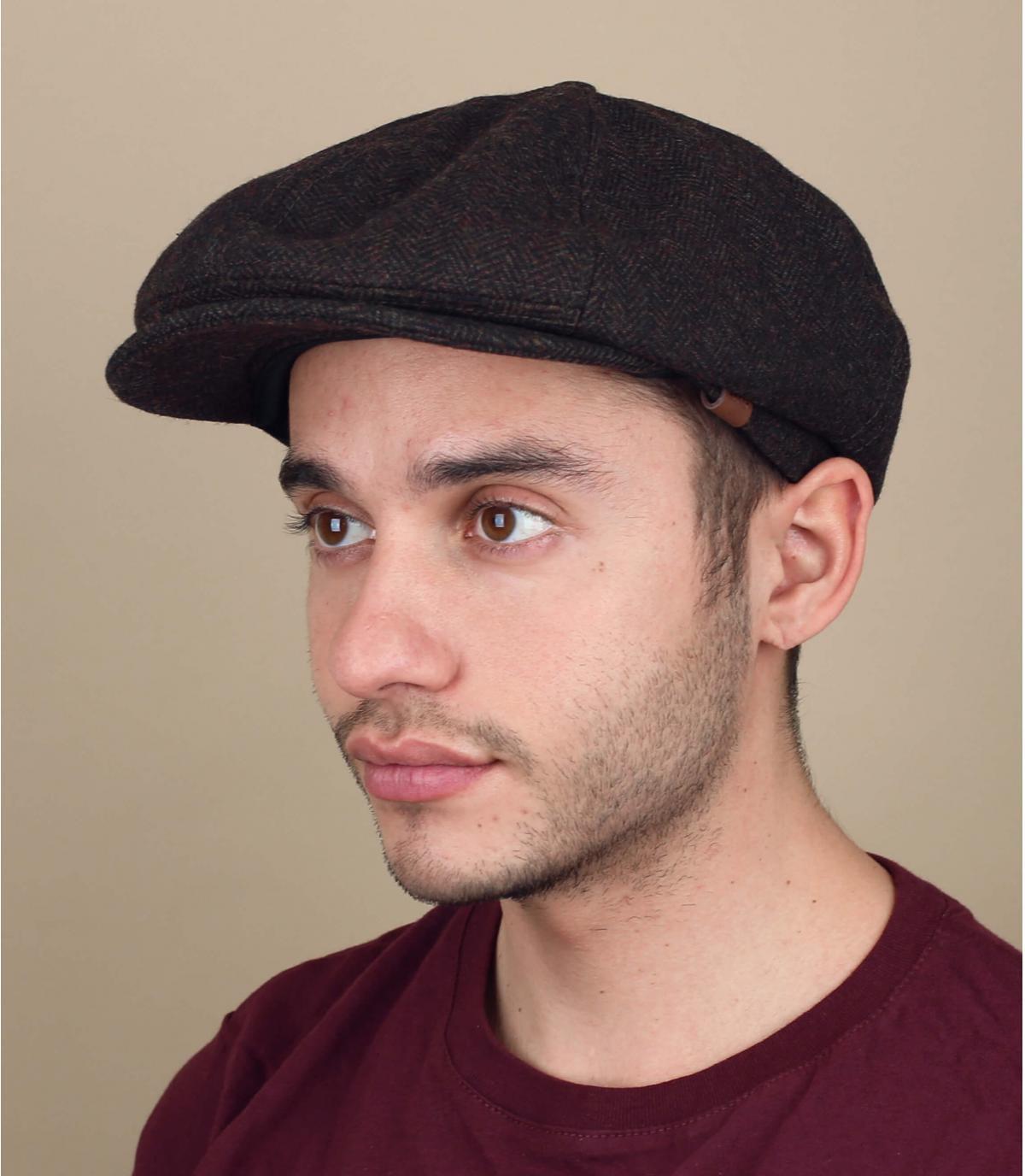 berretto marrone per strillone