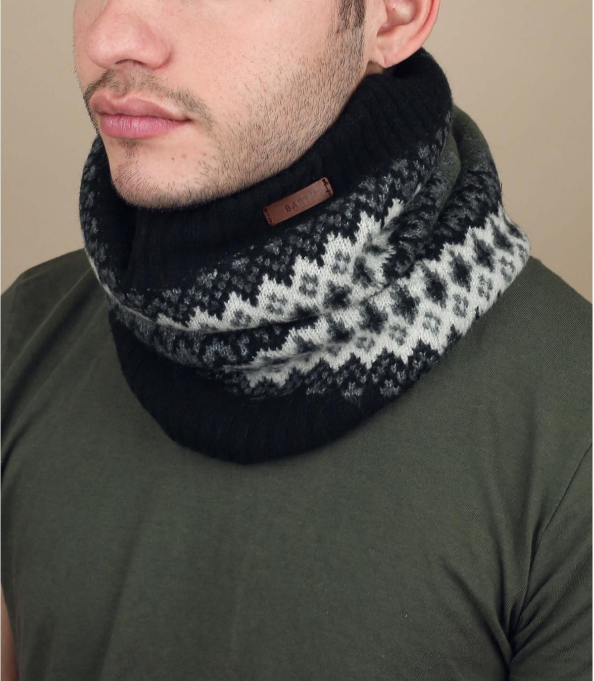 modello sciarpa nera