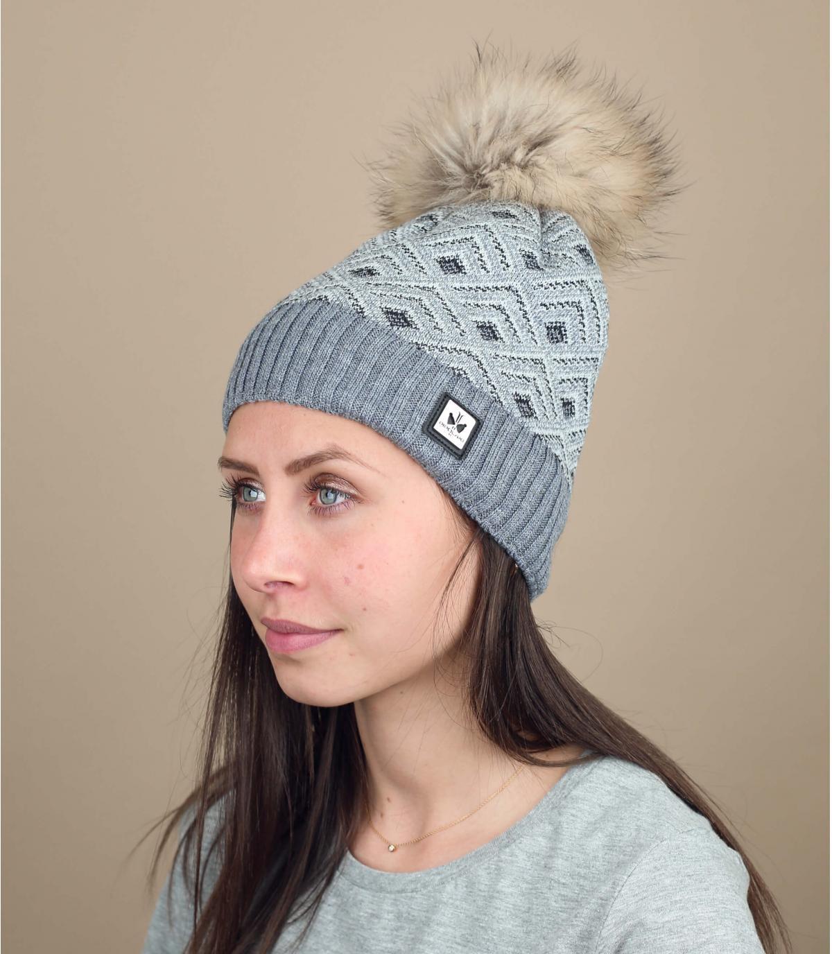 cappello in lana con pompon di pelliccia grigia