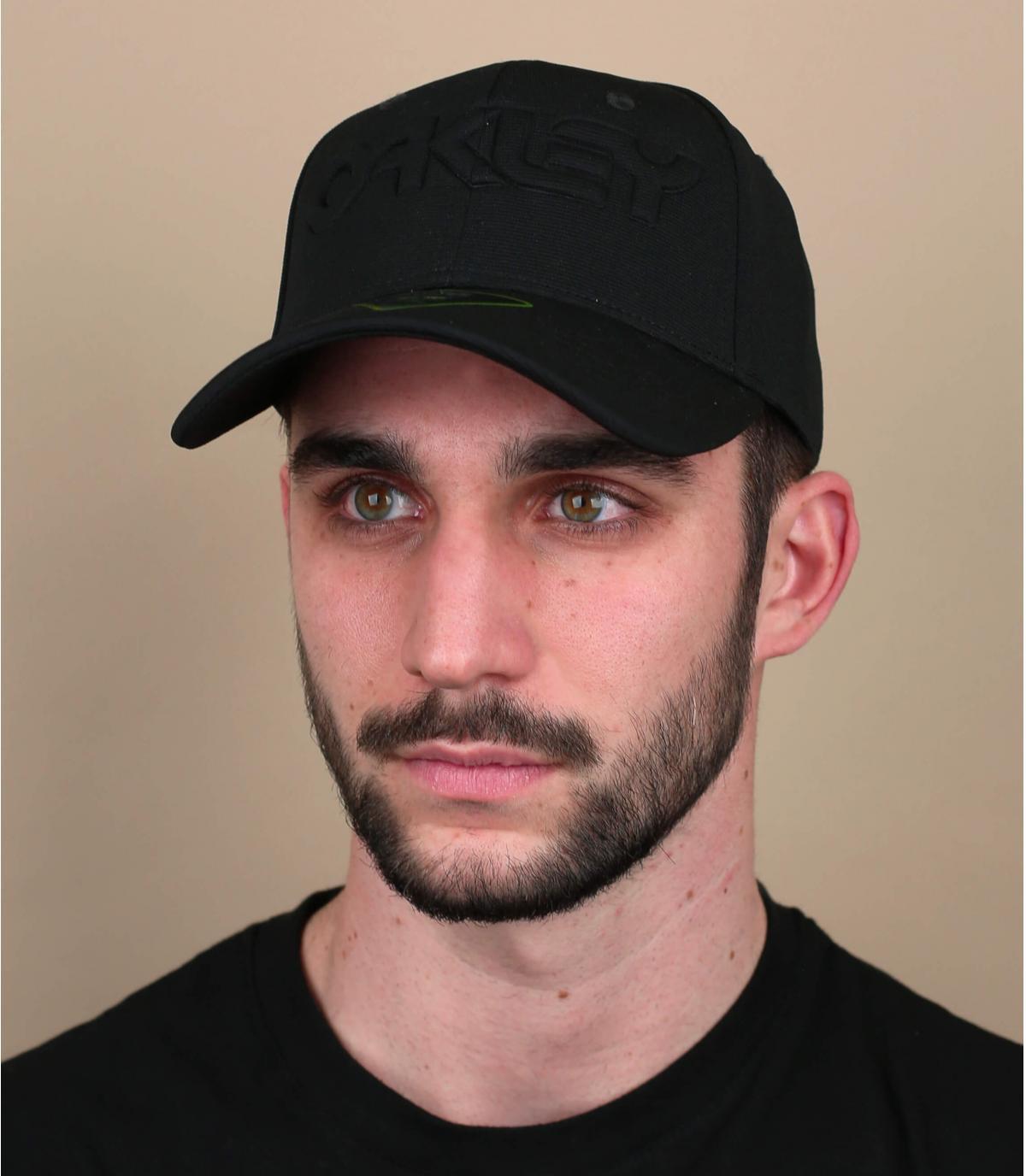 Cappellino nero con logo Oakley