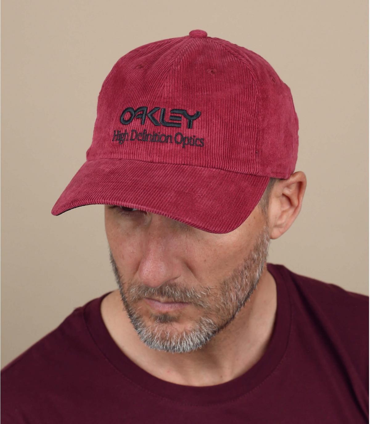Cappellino Oakley in velluto rosso