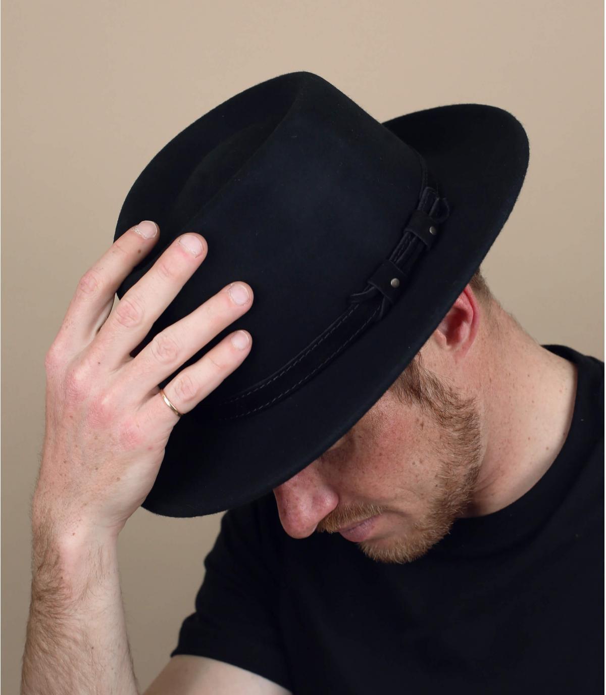 cappello di feltro nero