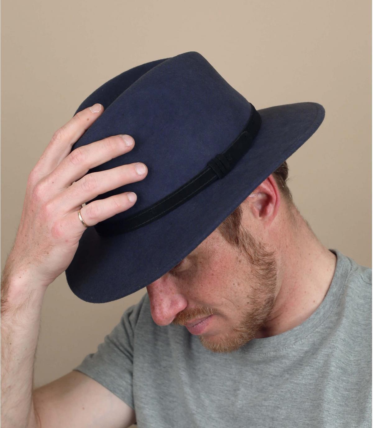 cappello di lana grigio