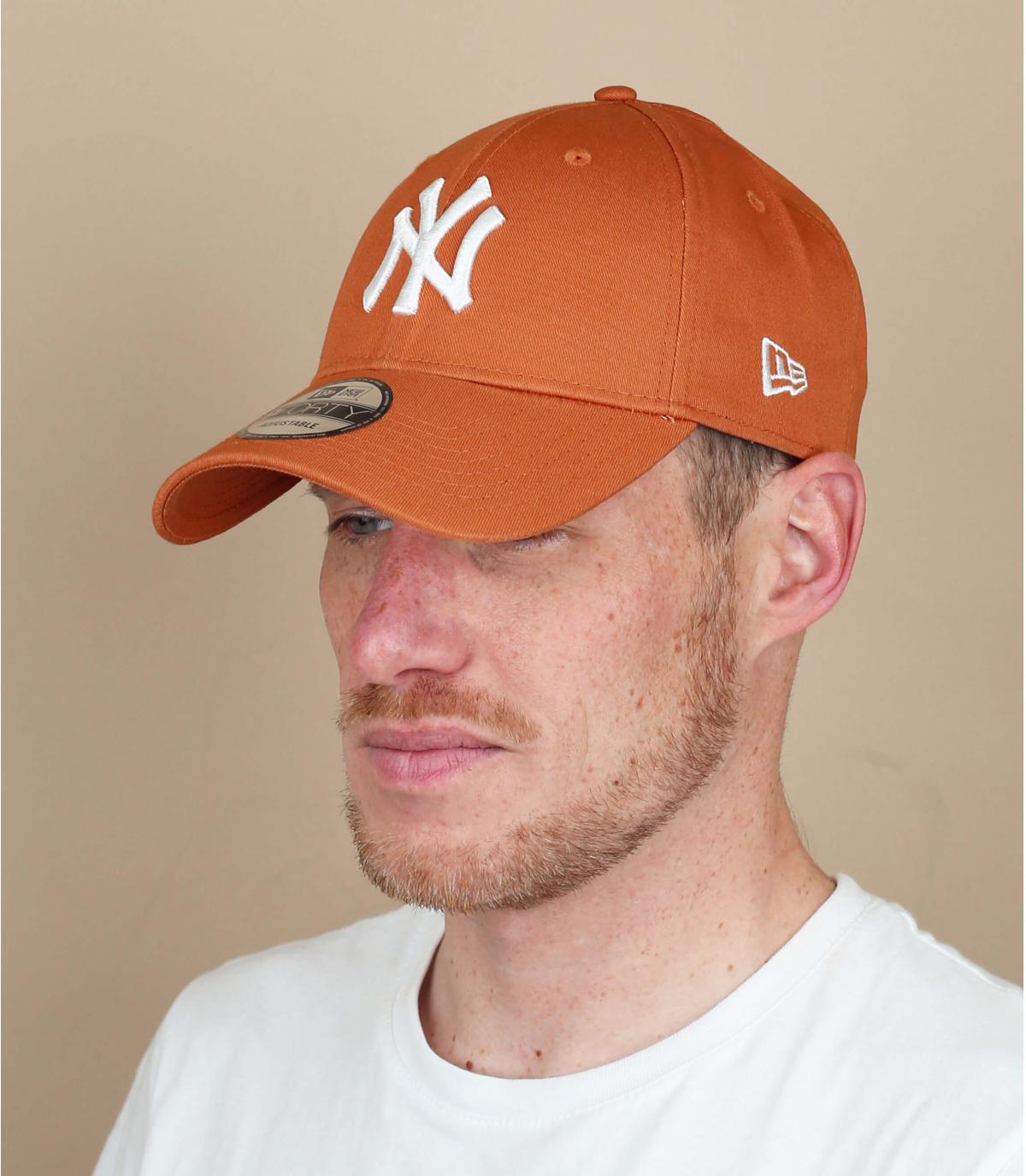 Cappellino NY beige bianco
