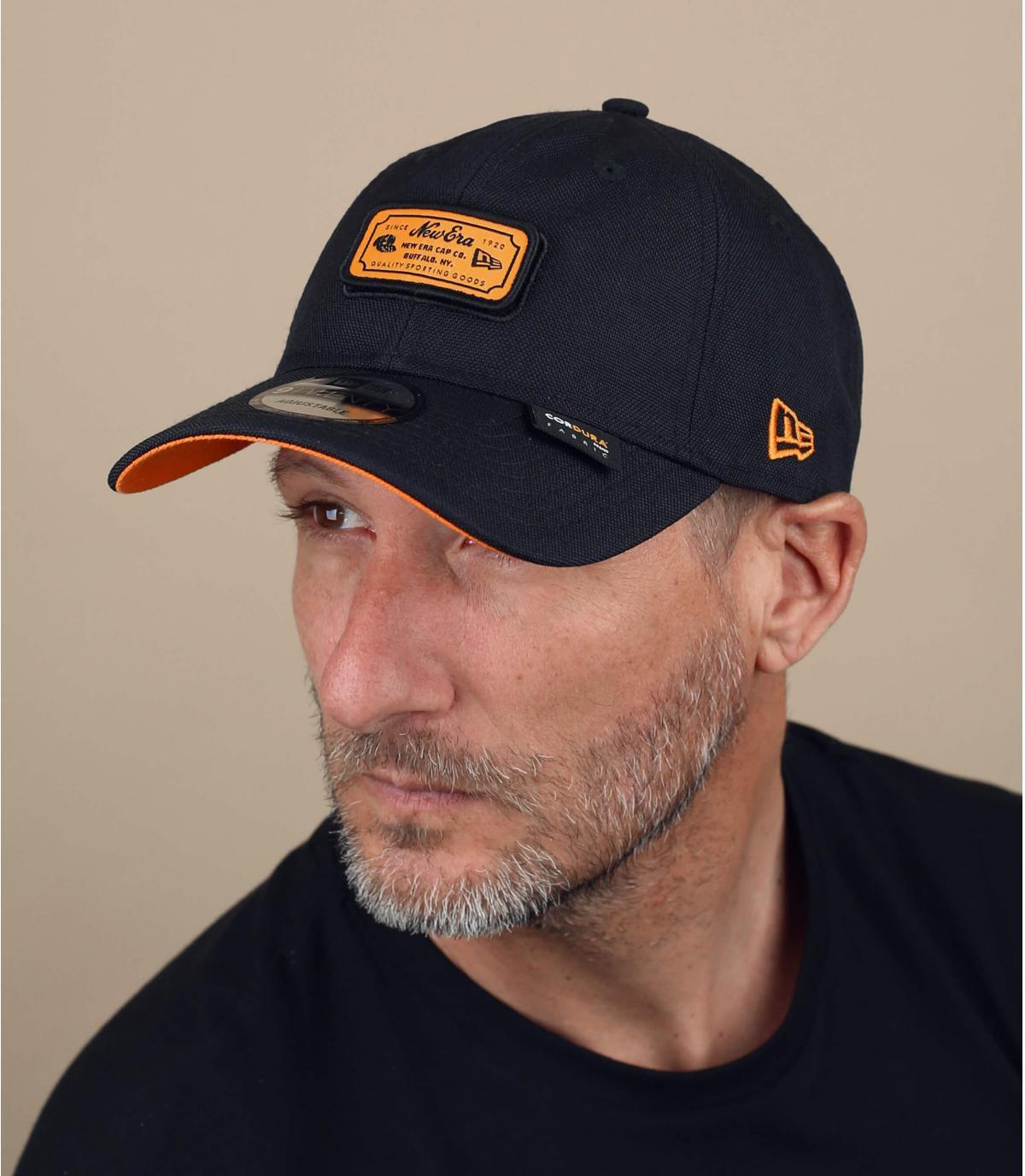 cappellino New Era nero e arancione