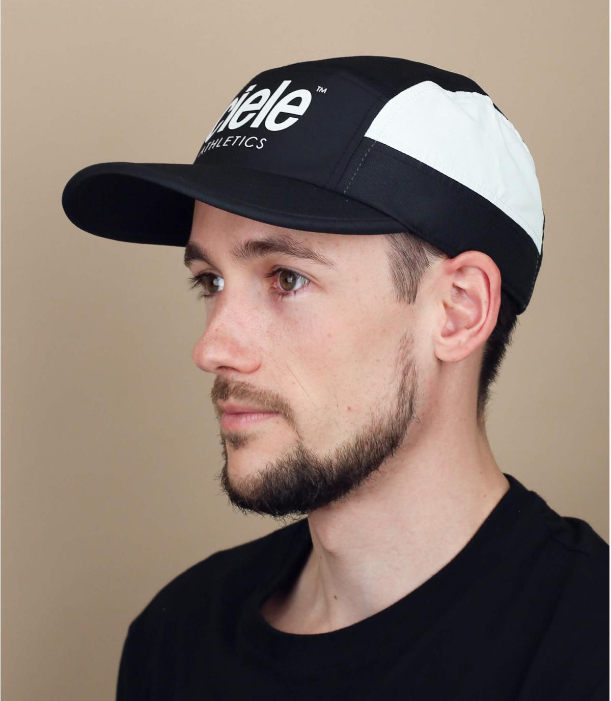 cappellino running nero curvo