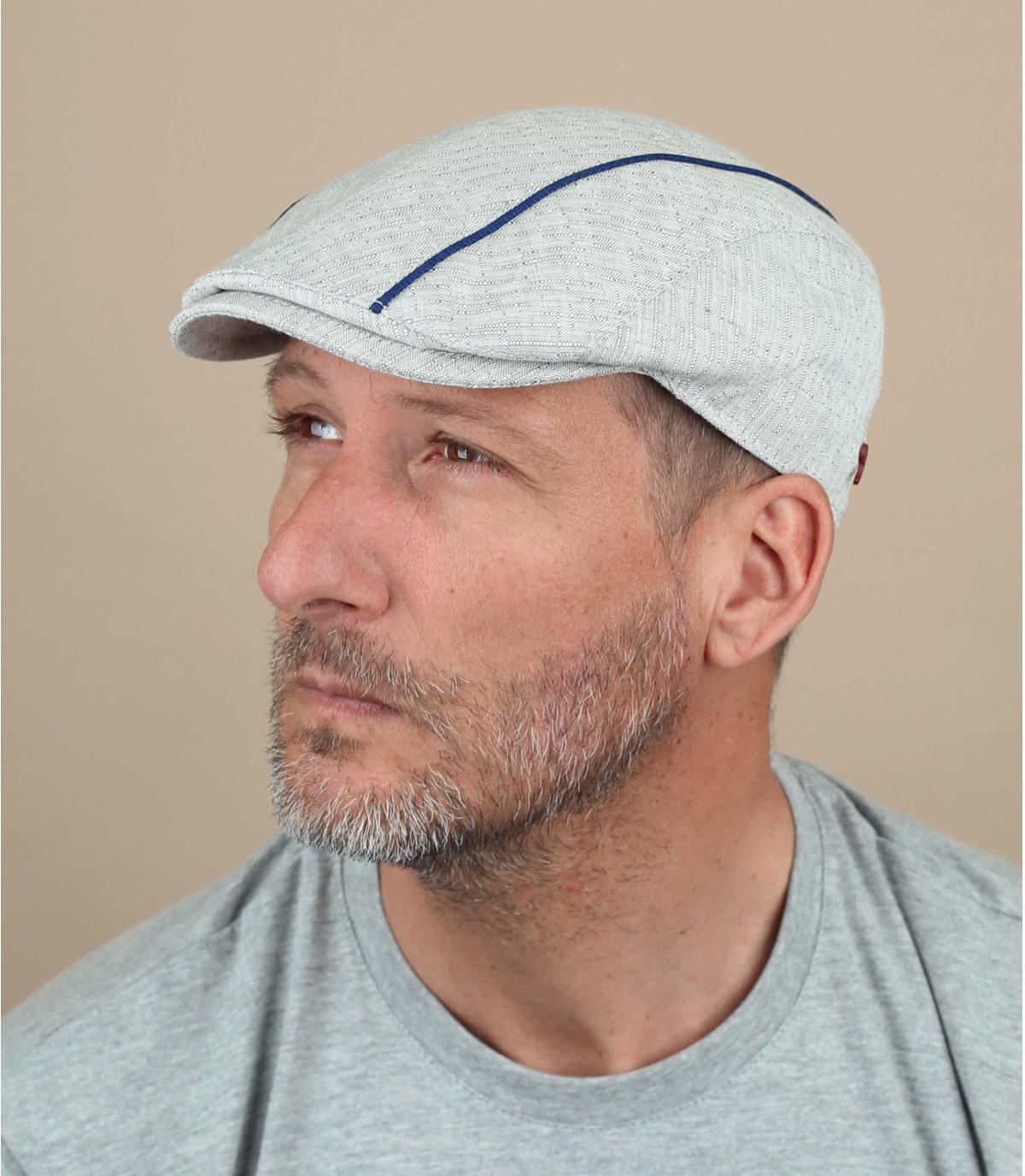 berretto grigio a strisce