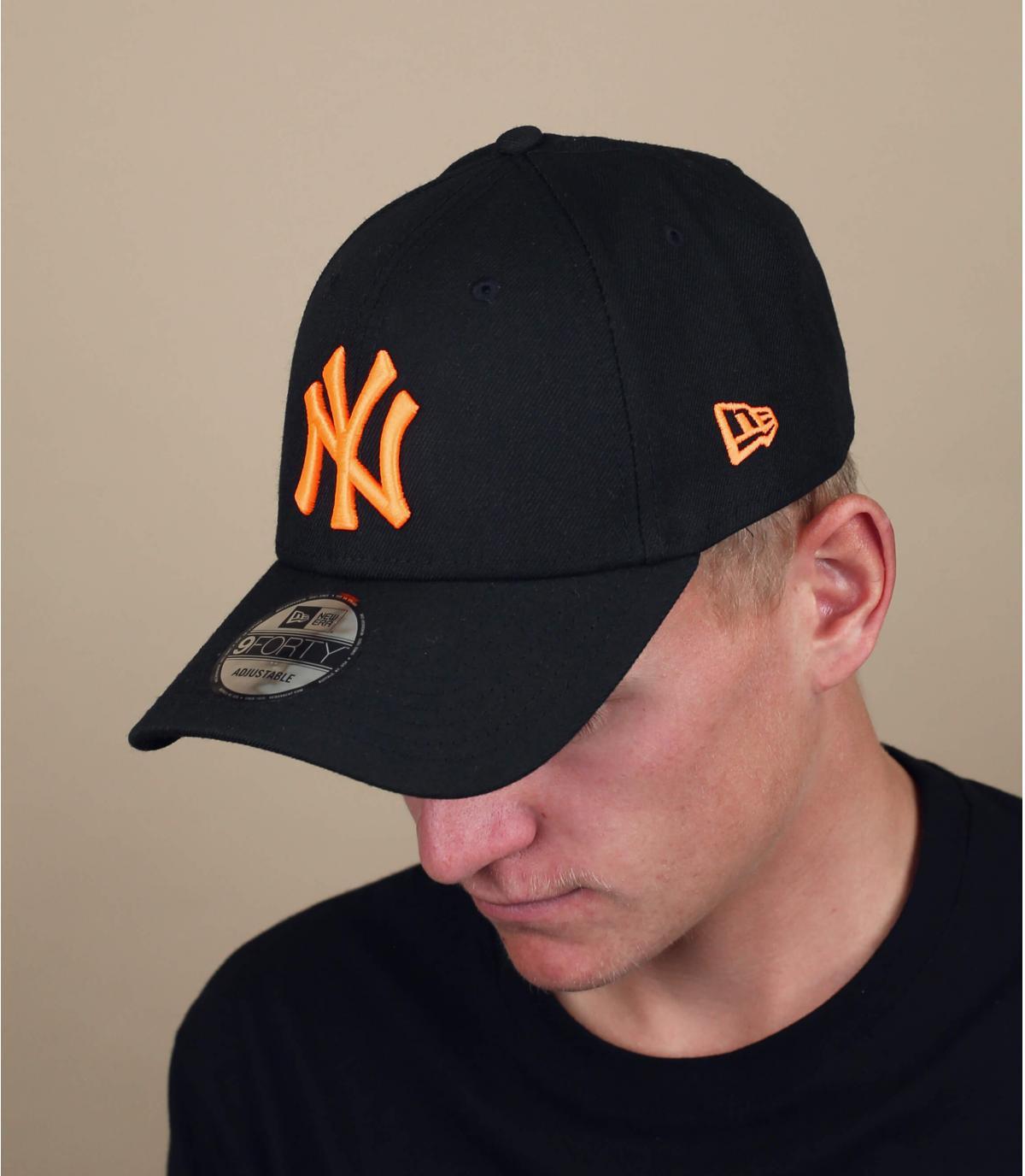 Cappellino NY nero e arancio fluo