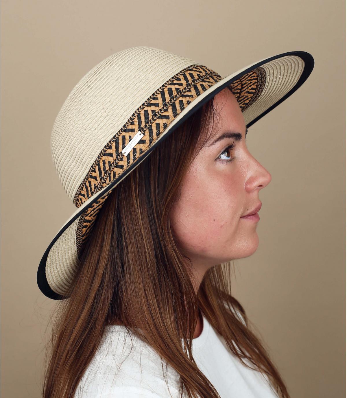 cappellino con motivo geometrico