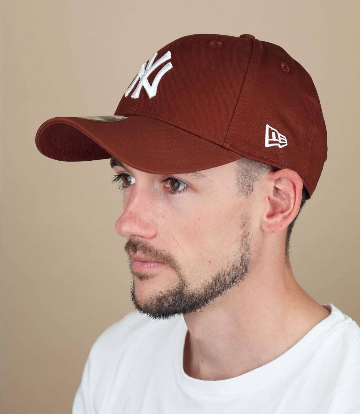 cappellino NY marrone