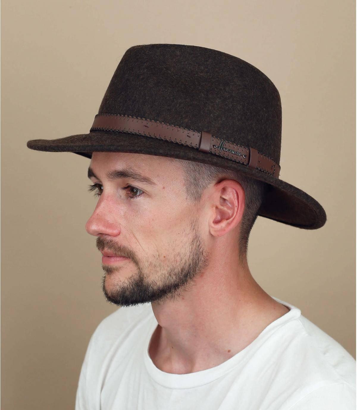 cappello feltro marrone