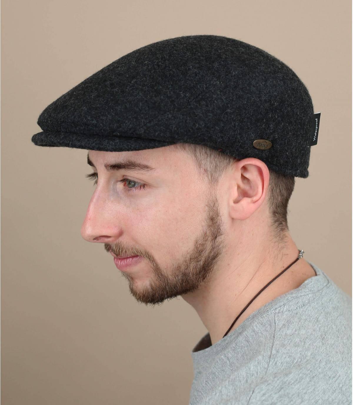 berretto grigio di lana