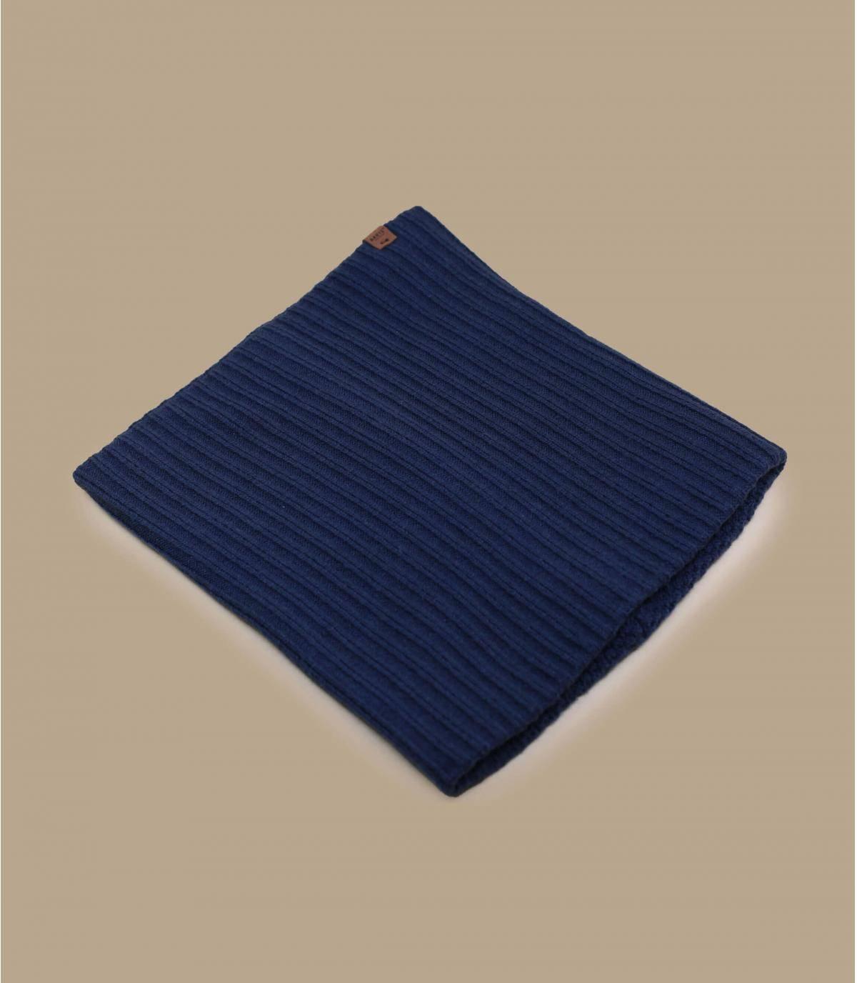 Indossa questo scaldacollo blu navy da un lato o dall'altro, a seconda che tu voglia mostrare la struttura a coste o meno. È fatto con fibre riciclate e il materiale è caldo, morbido e resistente.