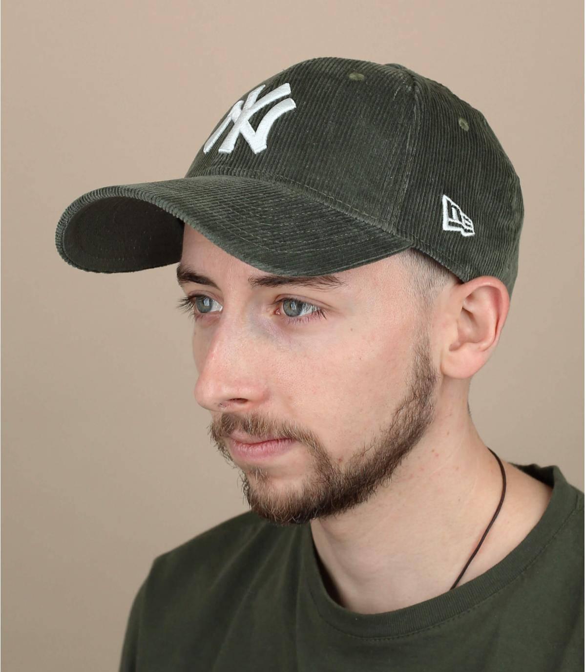 cappellino velluto verde