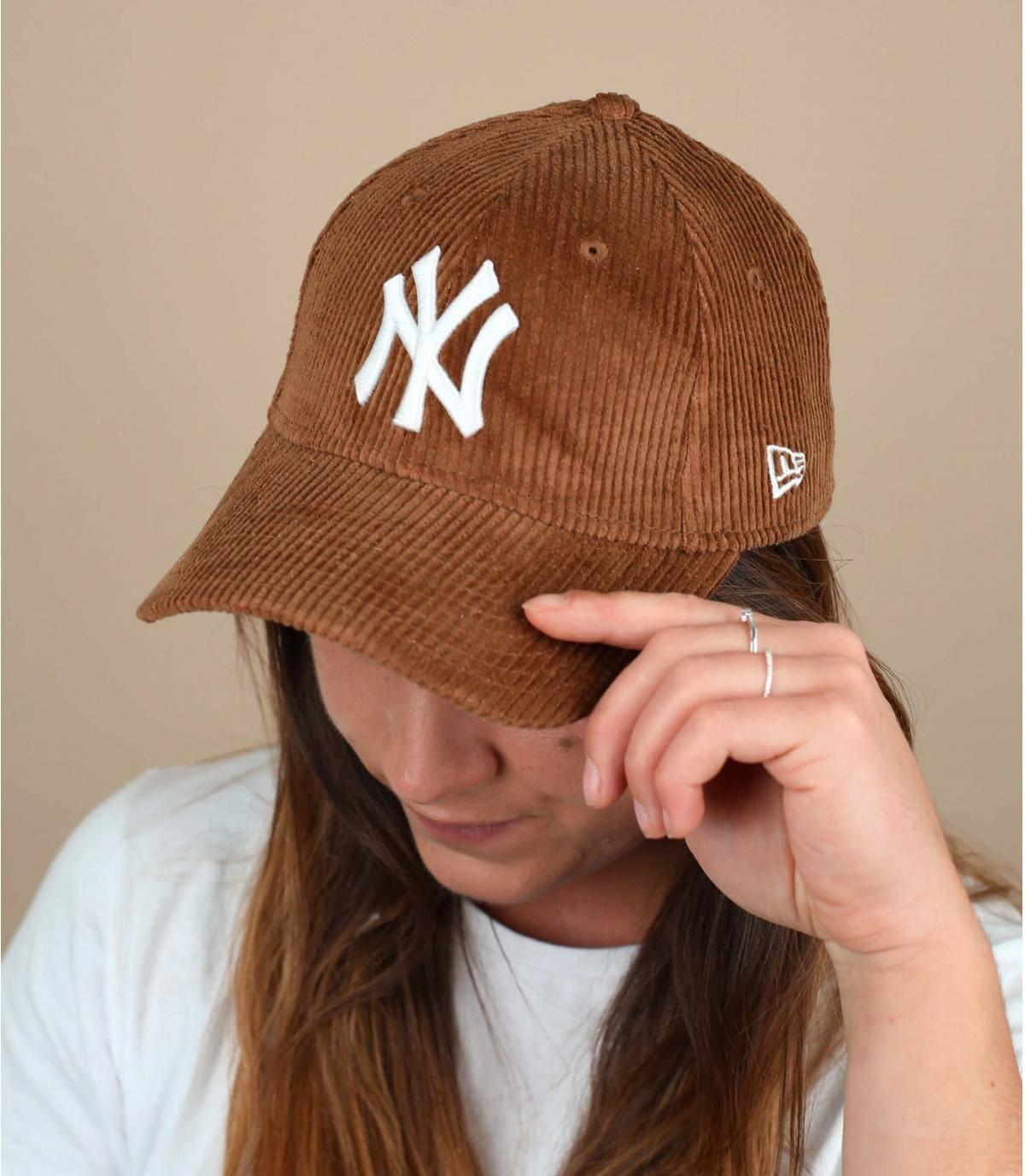cappellino velluto beige