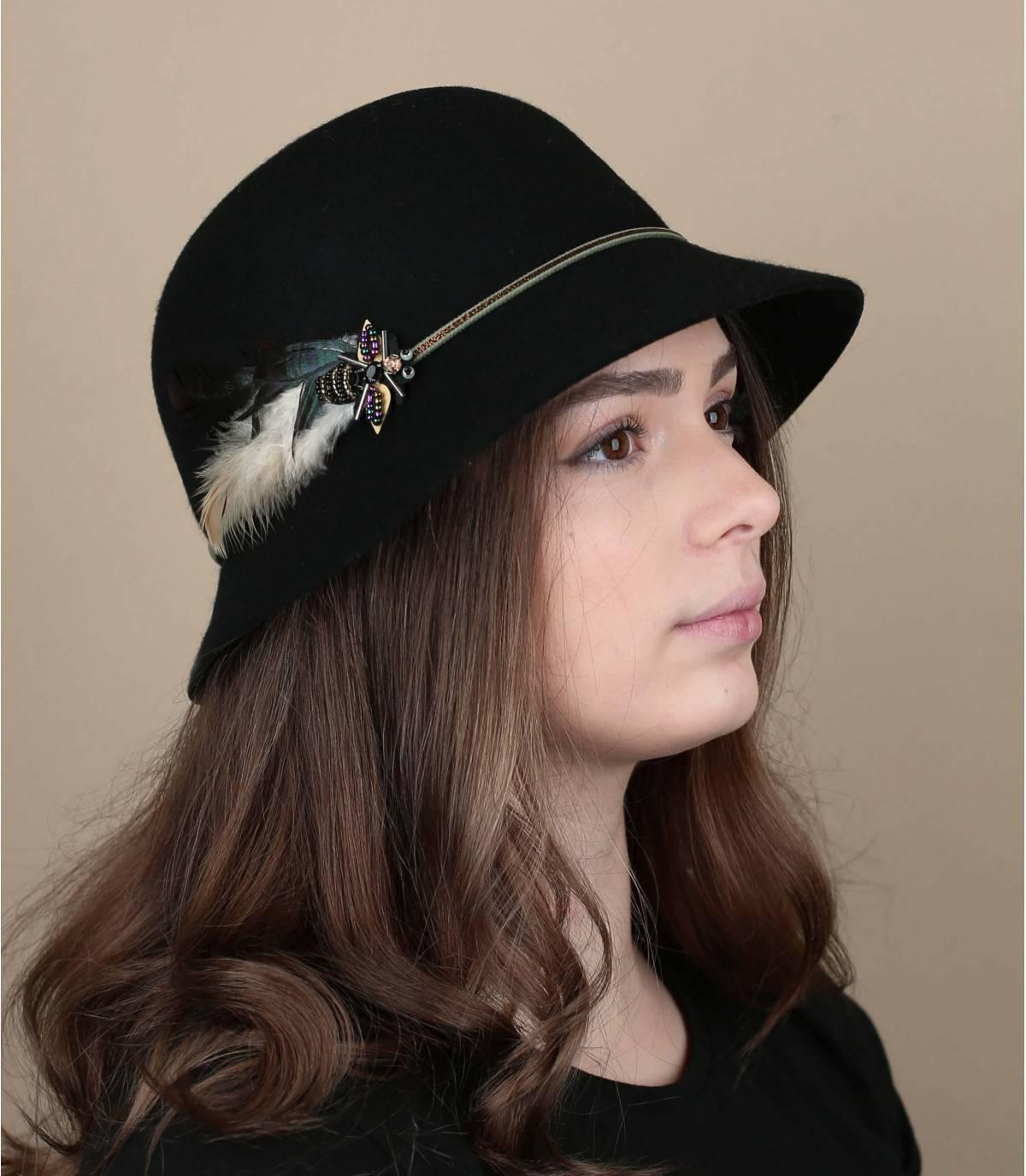 cappello cloche piuma