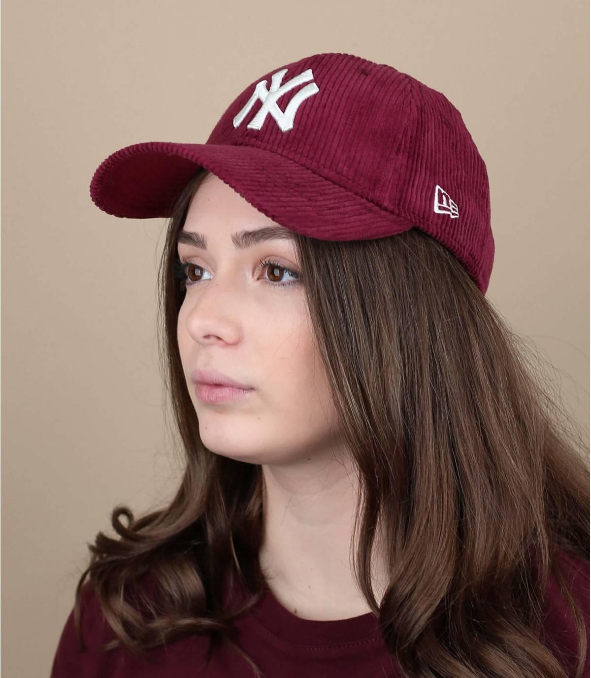 cappellino velluto rosso