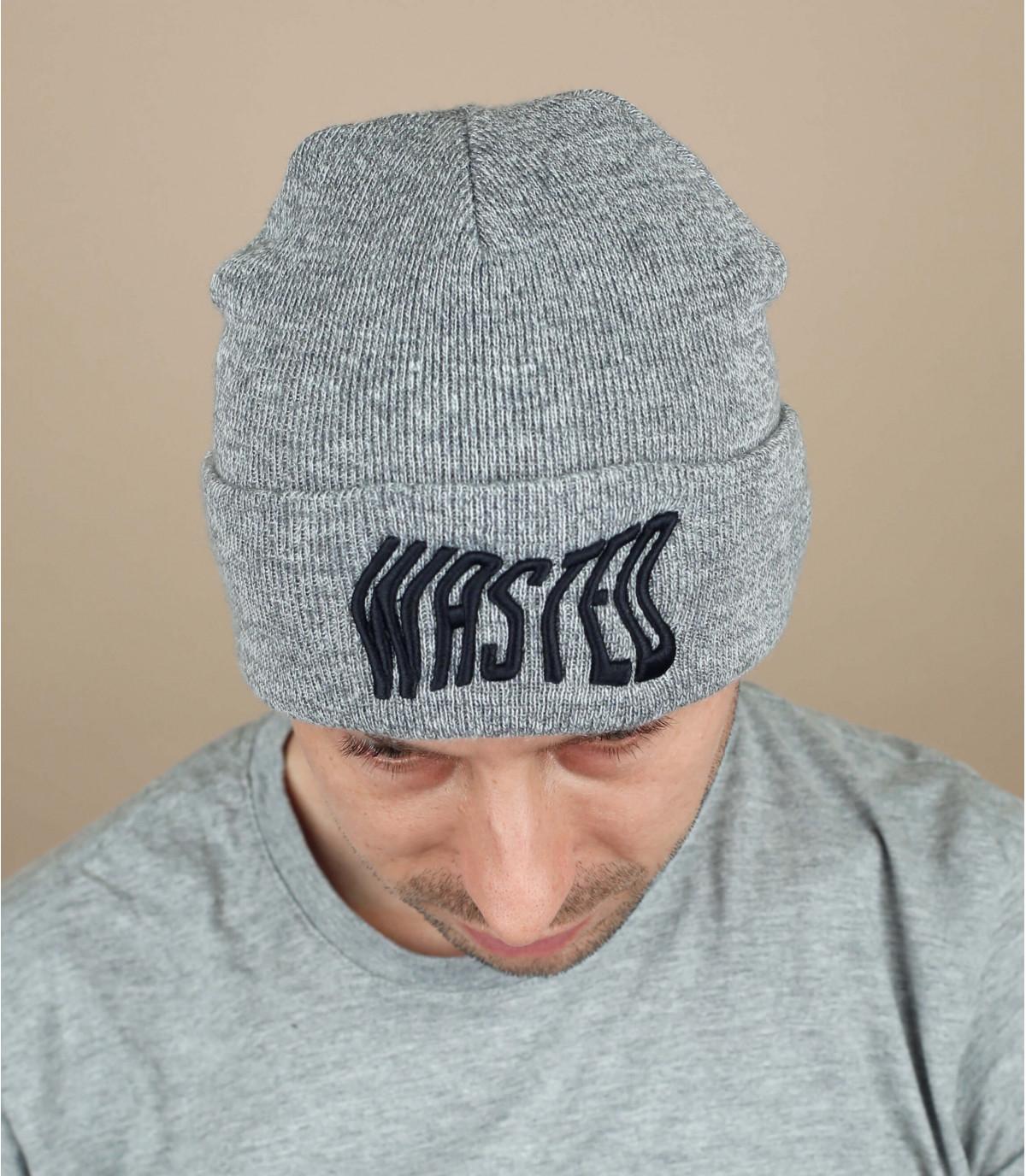 cappello grigio sprecato