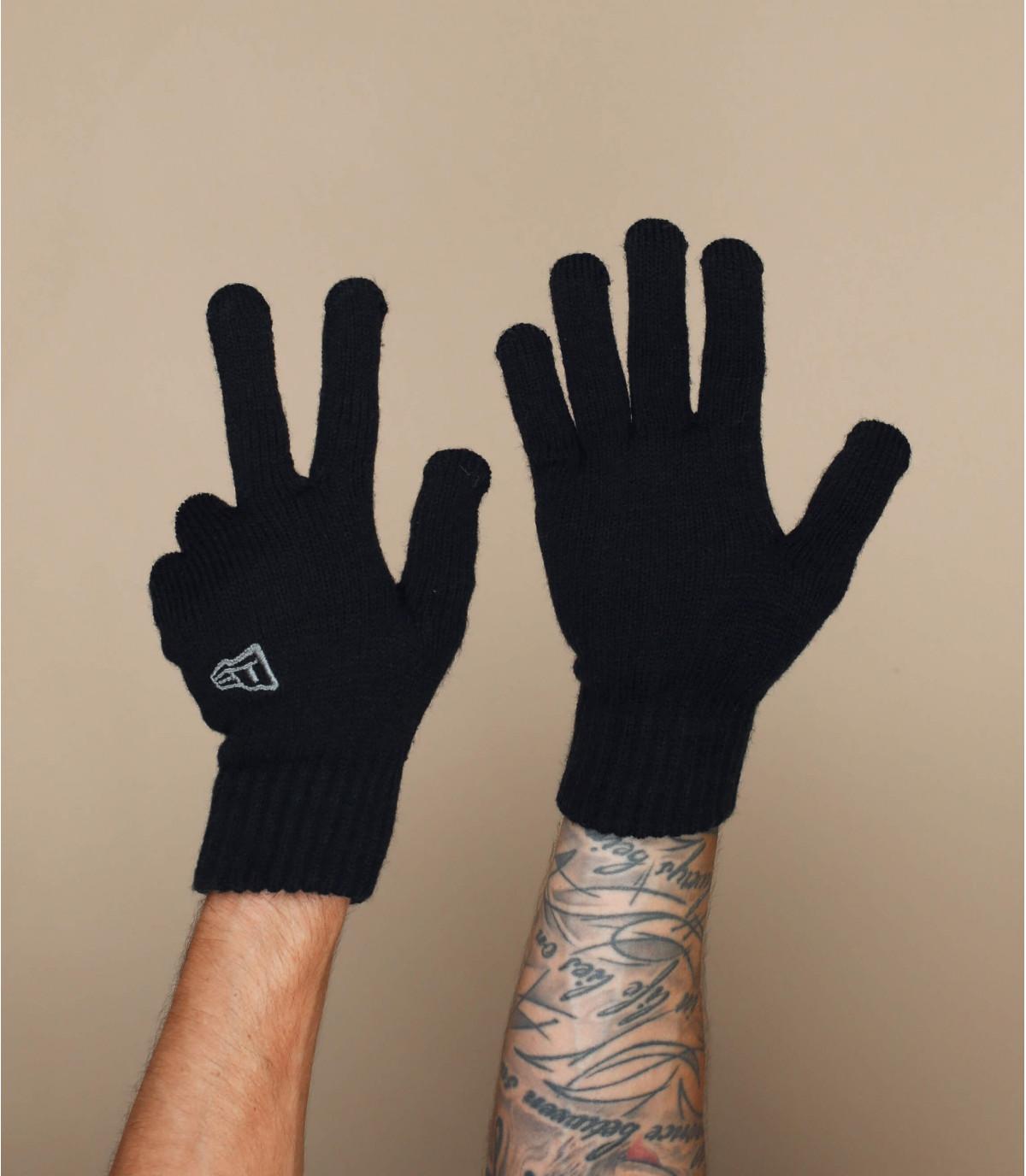 guanti neri New Era