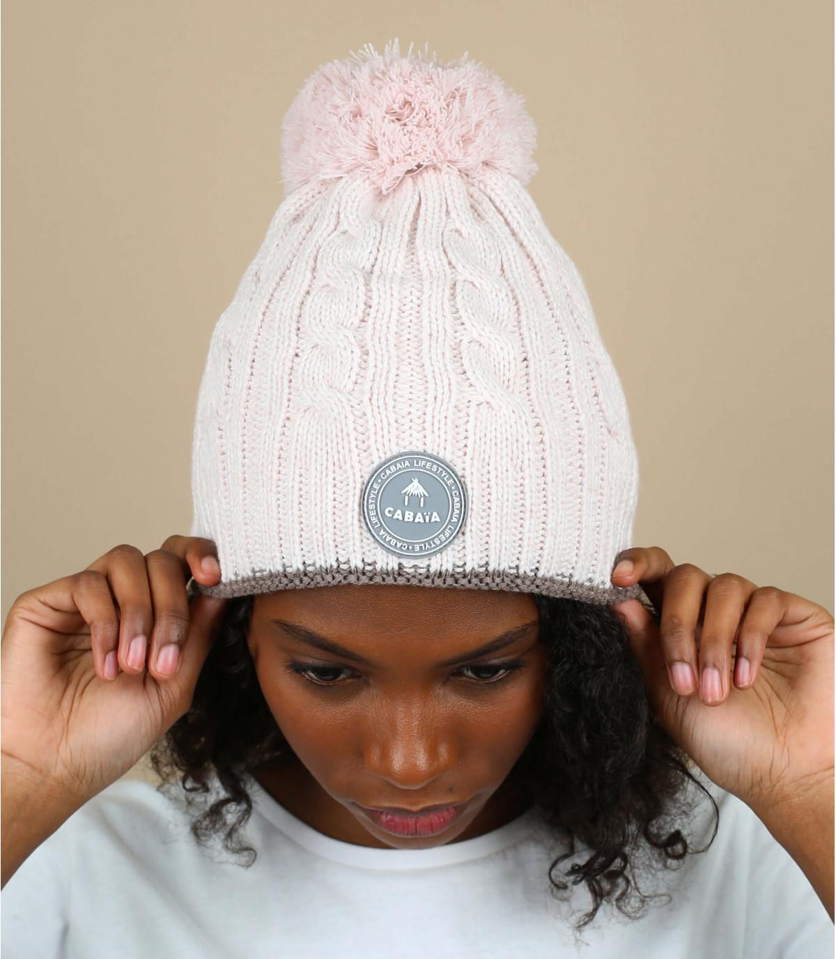 Cappello in maglia a trecce con pompon rosa