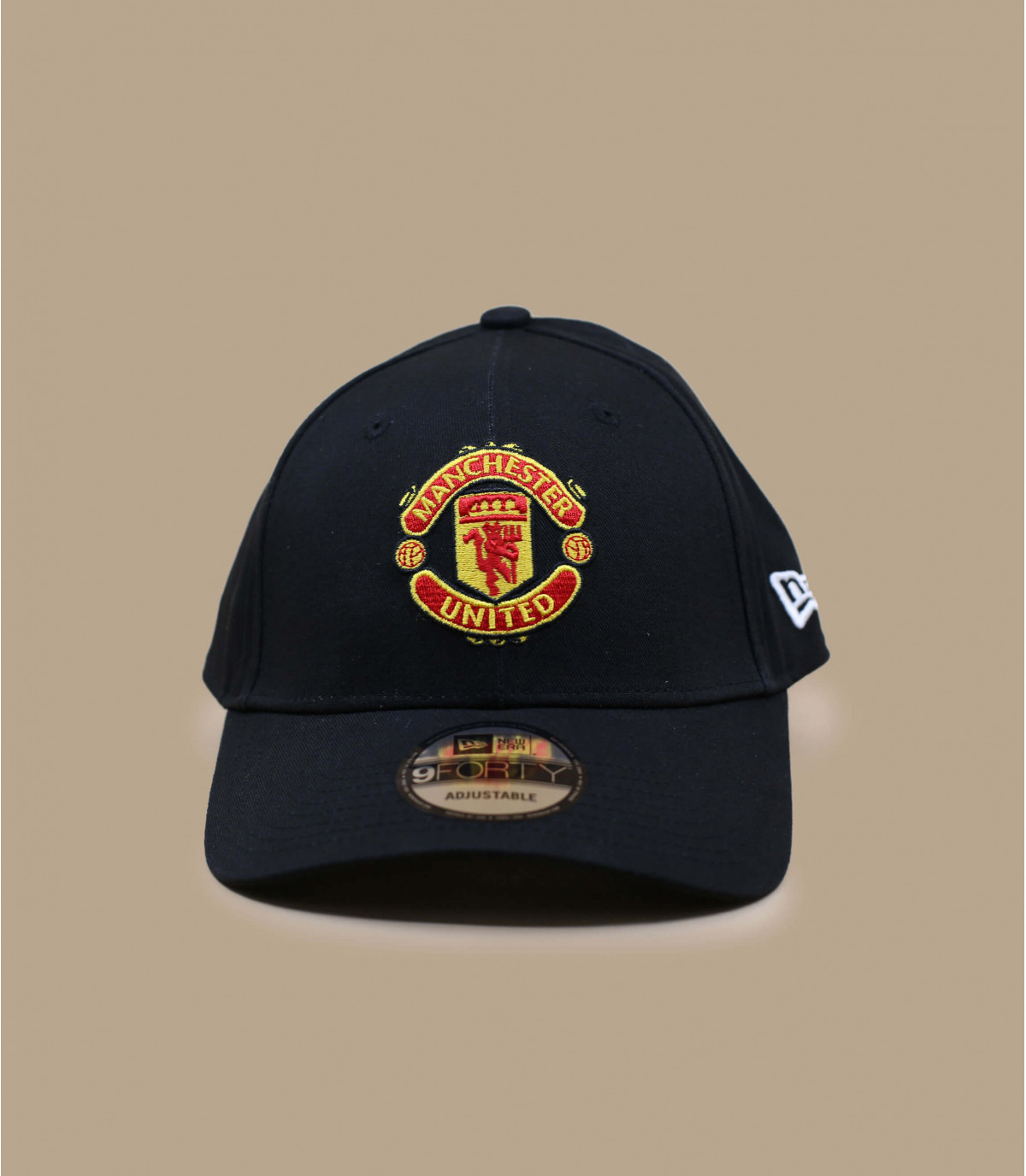 Manchester berretto nero curvo