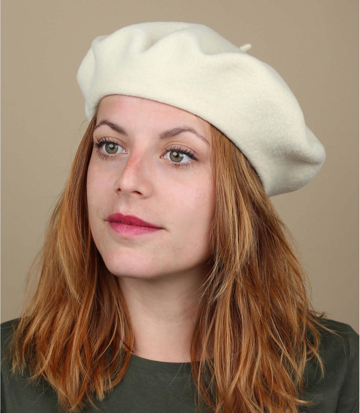 berretto di lana bianca