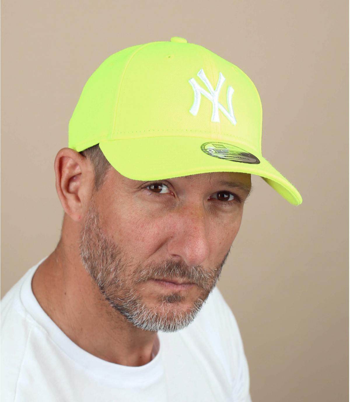 Cappellino trucker giallo fluo